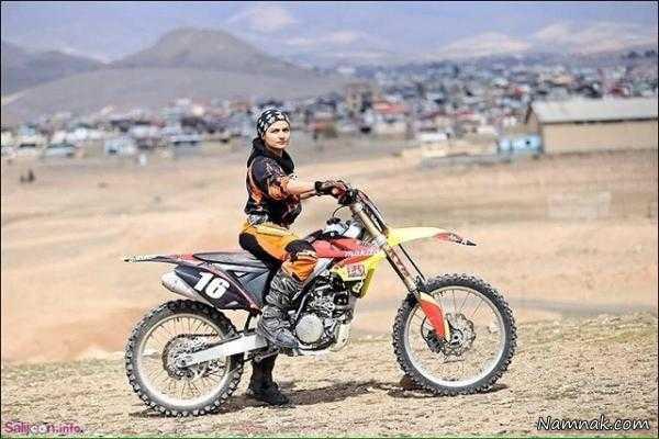 تردد خانم بهناز شفیعی با موتورسیکلت در شهر