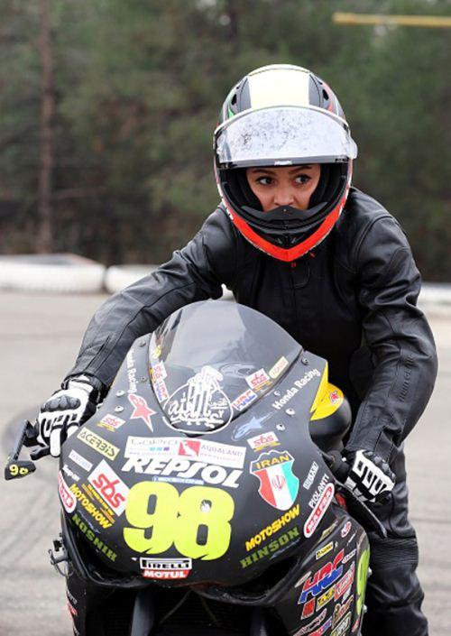 موتورسواری زنان منافاتی با شرع و قانون ندارد