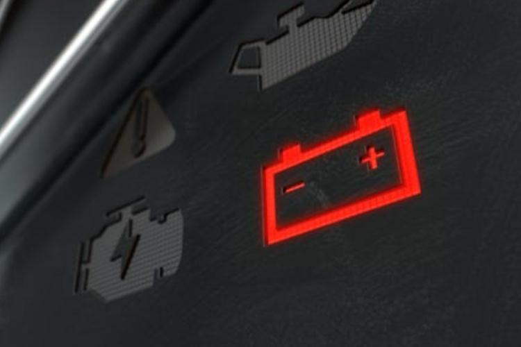 چرا باتری خودرو خالی میشود؟