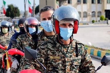 به وسیله موتورسیکلت رزمایش جنگ نوین با حضور لشکریان مدافعان سلامت انجام شد