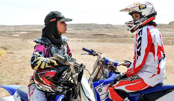 نگاه خانواده ها به موتورسواری بانوان