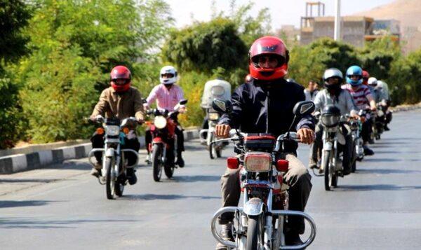طبق قانون جدید رسیدگی به تخلفات استفاده از کلاه ایمنی برای موتورسواران اجباری شده است