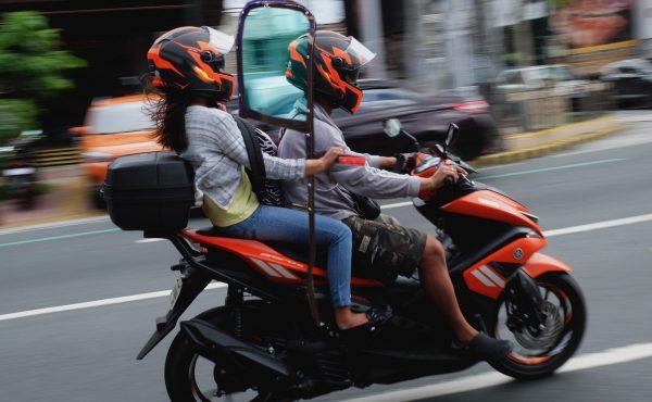 داشتن گواهی ازدواج و سپر وسط، شرط دولت فیلیپین برای سوار شدن زوجها بر روی موتورسیکلت