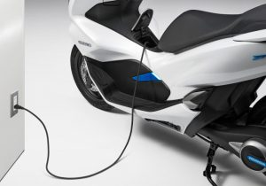 کنسرسیوم ۴ تولیدکننده موتورسیکلت ژاپنى براى گسترش موتورهاى برقى