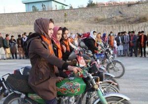 پیام دختران موتورسوار در دایکندی افغانستان + فیلم