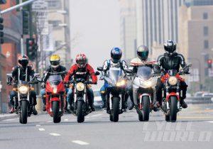 موتورسوار و مجرم را با یک دید نگاه میکنند/ سن موتورسواری باید به هفت سال کاهش پیدا کند