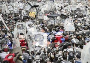 ترخیص موتورسیکلتهای رسوبی با قولنامه/ بیمه و گواهینامه نیاز نیست