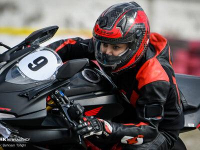 واکنش شدید امام جمعه موقت اصفهان به موتورسواری بانوان در ۲۲ بهمن