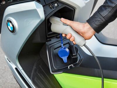نصب برچسبهای شناسایی گزینه صحیح شارژ مجدد موتورسیکلتهای برقی از ۲۰ مارس ۲۰۲۱ در سراسر اروپا