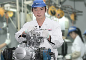 ۶۵ درصد موتورسیکلت در داخل تولید میشود/ افزایش قیمت موتورسیکلت باید منطقی باشد